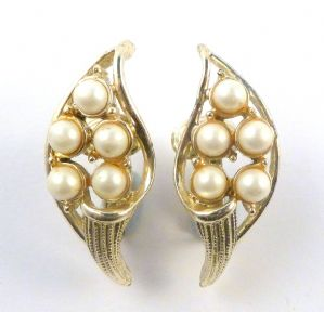 Vintage Faux Pearl Calla Lily Clip On Earrings By Jewelcraft.